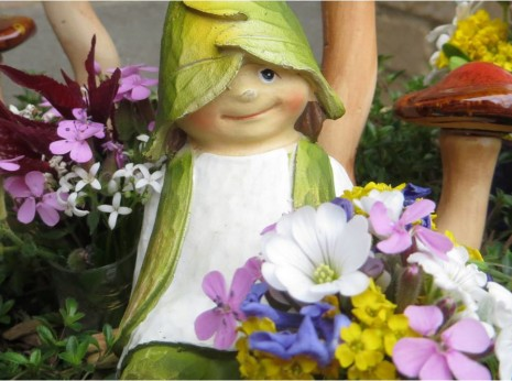 How to make a Mini Bouquet with a thimble vase for your Garden Fairy--myflowerjournal.com