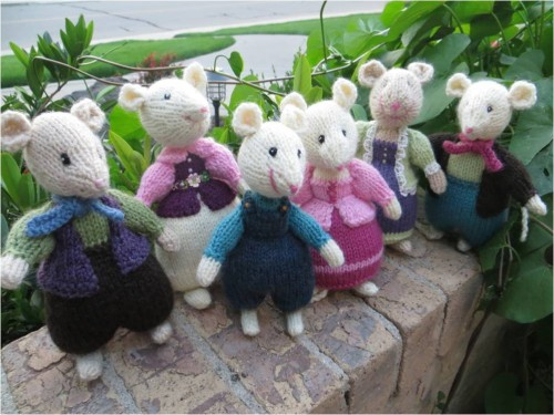 Little Knit Mice in the Garden-Alan Dart Pattern-myflowerjournal